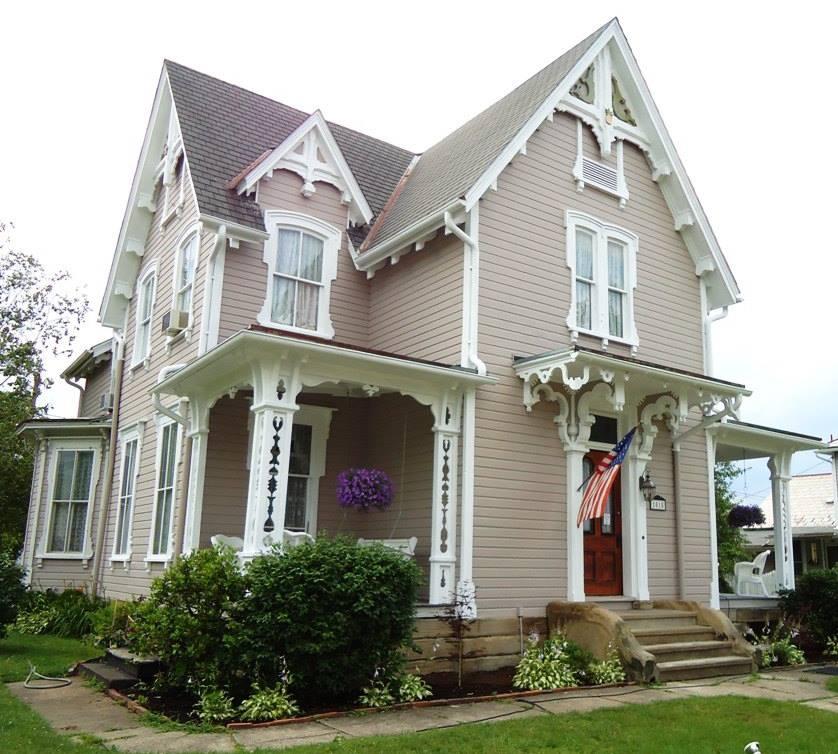 Sara's House Victorian B&B